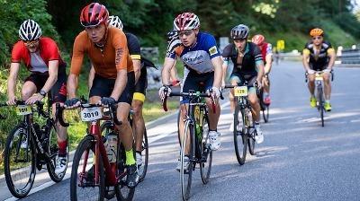 Cyclists Sprint Racing